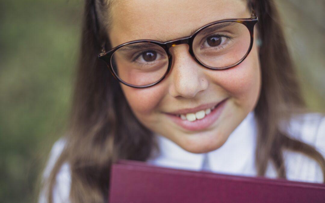 Protejați vederea copiilor! Ochelarii sunt cool!